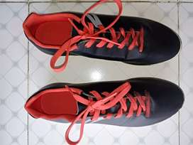 TREK/ FOOTBALL SHOES