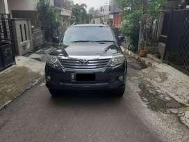 Toyota Fortuner G Lux 2.7 bensin 2013 metic warna hitam tangan 1
