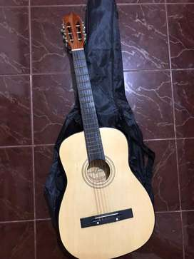Dijual gitar kapok masih baruu baru 3 bulan pakai