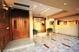 1 kanal brand new house available in bahria town lahore