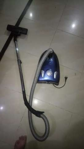 Urgent sell vacuum cleaners almost new