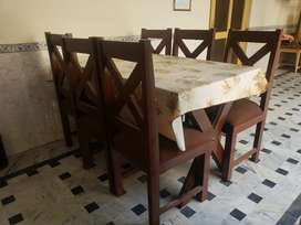 UnUsed Dining table with 6 Chairs