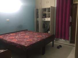 Fully furnished 1 room in preoccupied 2bhk