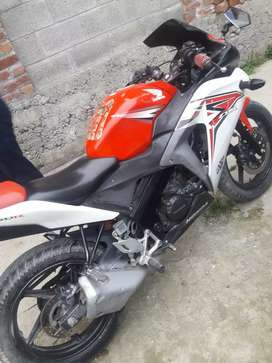 Honda cbr 150r in very good condition papers complete set bike