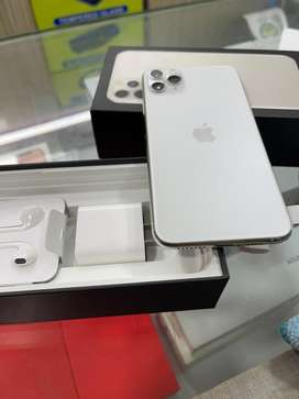 Iphone 11 Pro max(256GB) White 1 Year Old