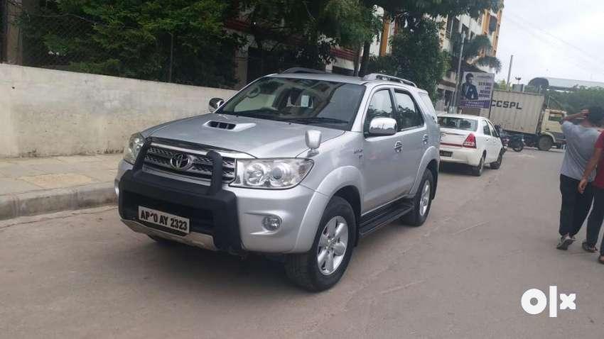 Toyota Fortuner 3.0 4x4 MT, 2011, Diesel 0