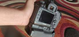 Canon 5D Mark 4 with original 2 batteries and body grip