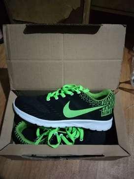 Sepatu training