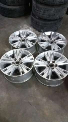 "ORIGINAL 17"" TOYOTA INNOVA CRYSTA ALLOY WHEEL"