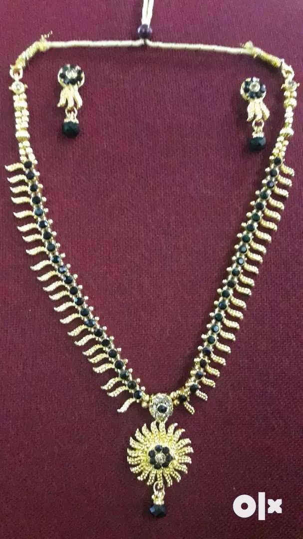 Traditional long necklace 0