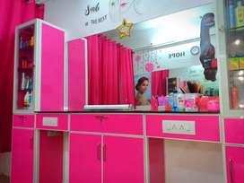 Beauty parlour for sale.