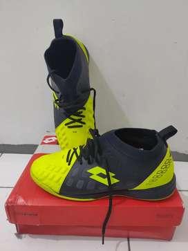 Sepatu Futsal / Bola Lotto UK 42, Warna Kuning Hitam