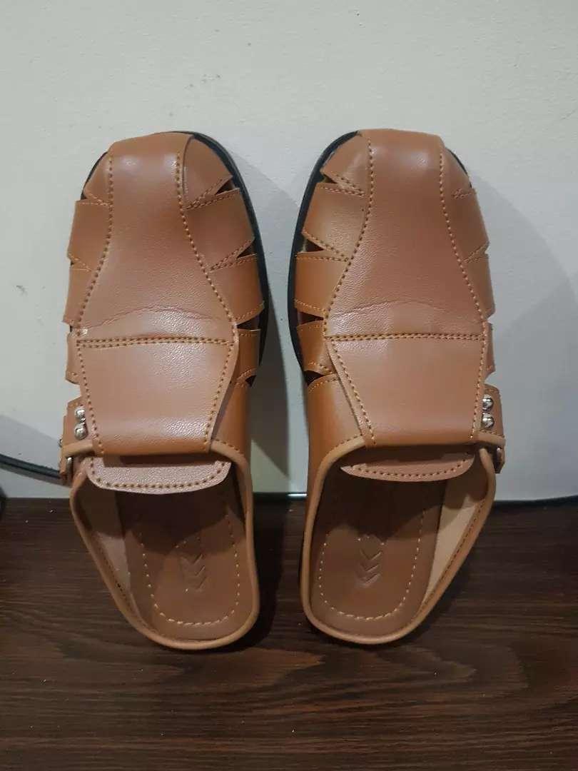 Sandal sepatu kulit