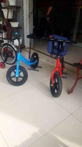 Sepeda anak biru