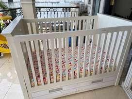 Box bayi putih tempah