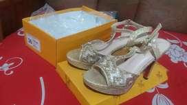 Dijual murah Sepatu cantik no 36 baru 1x pakai