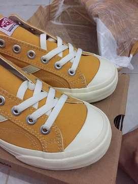 Sepatu ventela public low size 38 dark yellow