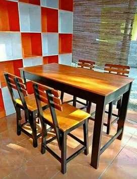 Meja makan satu set