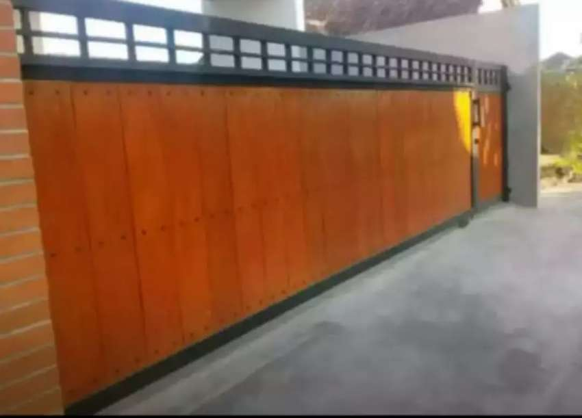 Pagar woodplank motif kayu rangka besi hollow galvanis anti karat