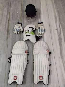 Cricket playing set