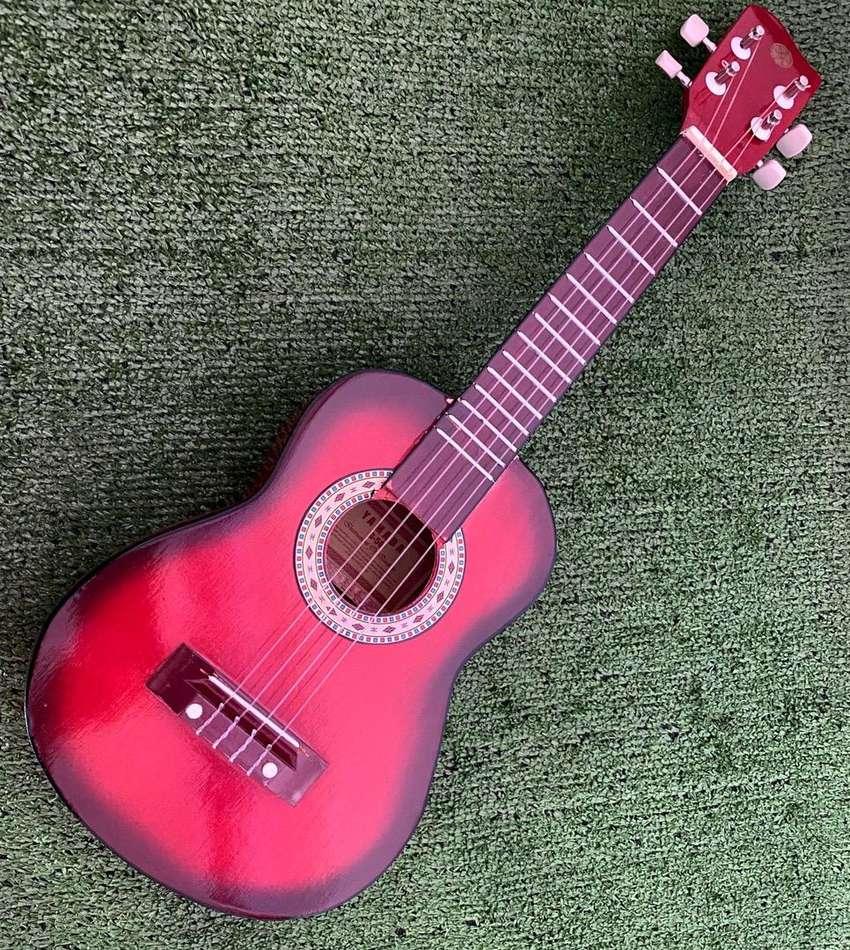 Gitar Ukulele biasa