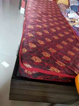 Single bed with matrices in good condition