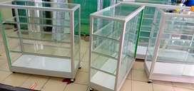 Etalase kaca baru berbagai macam ukuran anti karat gan.