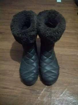 Sepatu boot modis Crocs