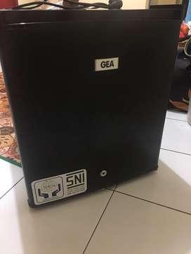 Kulkas mini bar merk gea
