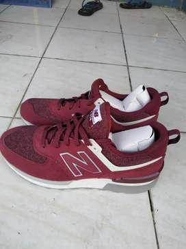 Dijual Sepatu Original New Balance 574 red ukuran 43/44