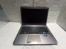 Laptop Samsung slim amd Radeon A6 RAM 4GB SSD 128GB