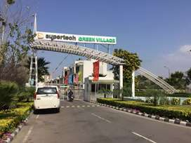 For sale one bhk flat at 4th floor in Supertech green village