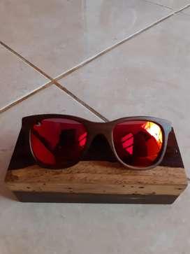 Kacamata frame kayu .