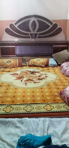 bedroom with almari 5 item in 1 set