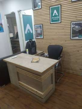 Full furnished offices at prmie location Area 900 sqft