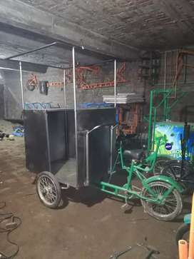 Food cart cycle with counter