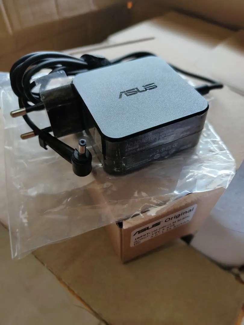 Adaptor charger laptop ASUS colokan KECIL, ces cessan cas