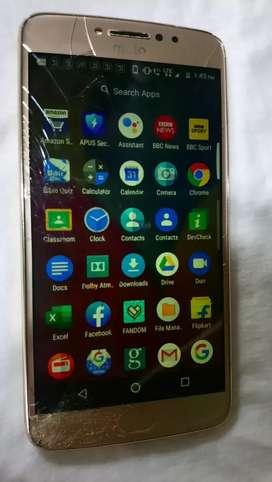 Moto e4 plus 3gb+32gb( screen shattered)