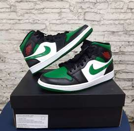 Nike Air Jordan 1 Mid Pine Green Toe.