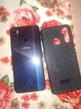 Only I year used. I need money so I sell this phone .