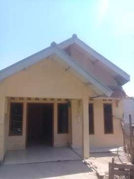 Rumah di kontrakan pinggir jln rame ada garasi mobil lokasi Batujajar