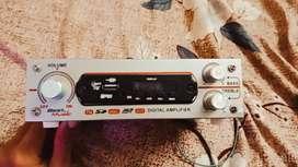 New 2 week old digital  fm radio with internal speaker best voice