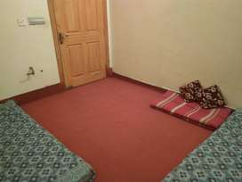 Room Furnished Available