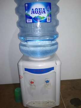 Dispenser dan galon aqua