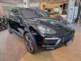 2011 porsche cayenne turbo hitam