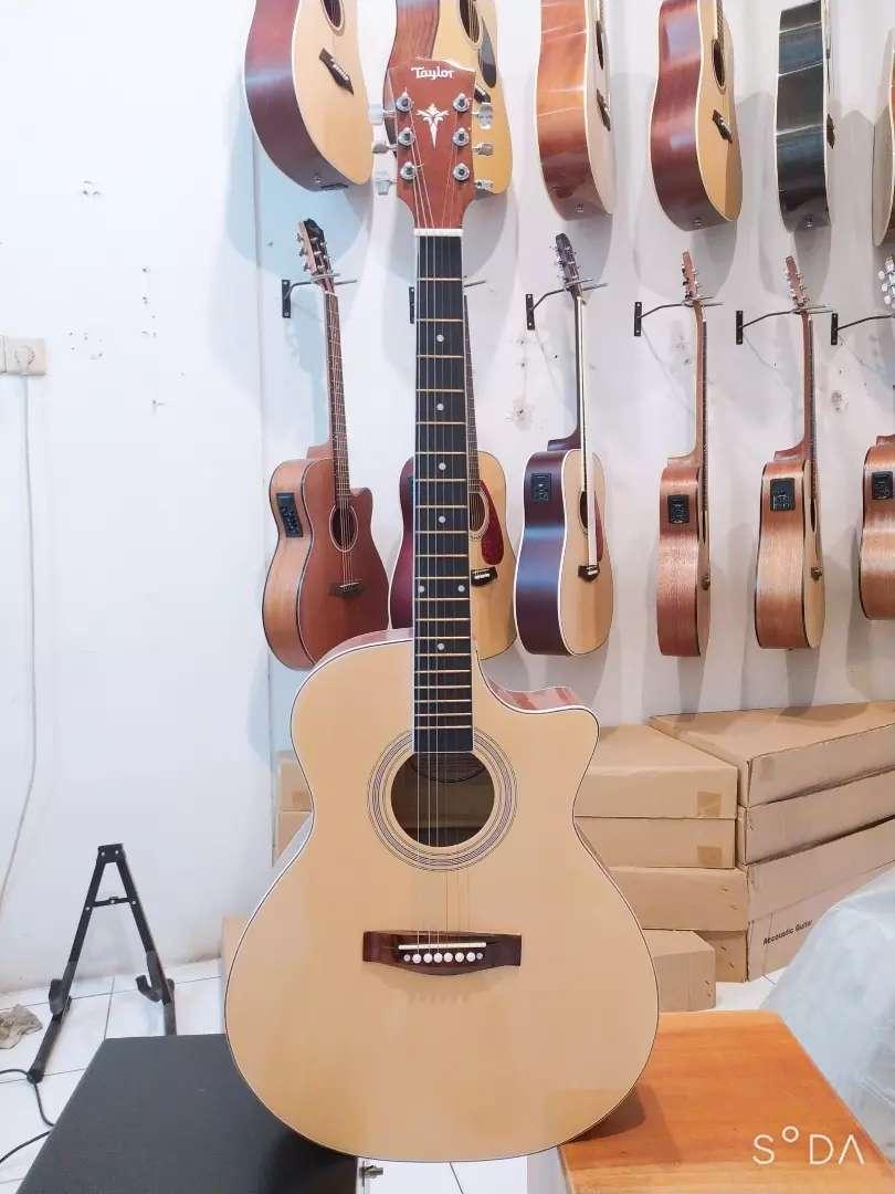 Gitar Akustik Taylor 0