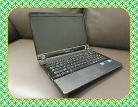 Laptop Bekas Samsung 300E4C Intel B815 1,6Ghz