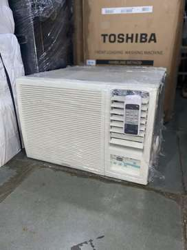 Airconditioner Hitachi window Ac 1 ton good condition with 6 month war