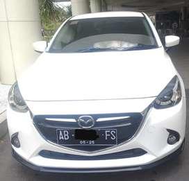 Mazda 2 R Skyactiv 2015 AT Putih Low KM