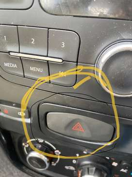 RENALUT DUSTER PARKING INDICATOR SWITCH